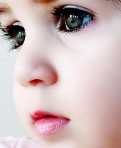Beauty-Child-Face-Eyes-Porcelain-Skin